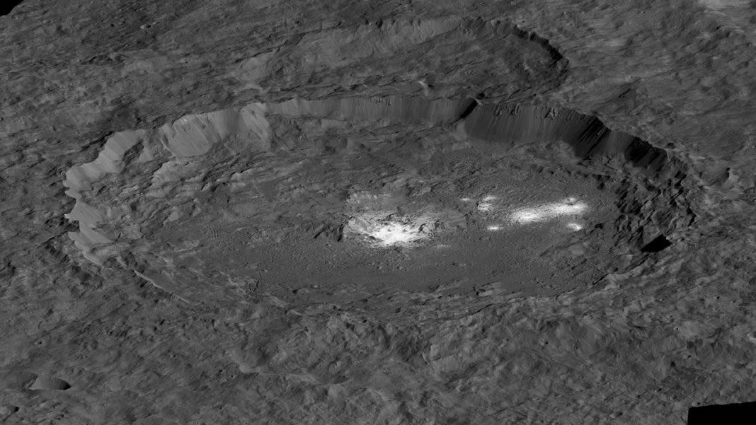Sonda Dawn envía una impresionante imagen de la superficie de Ceres