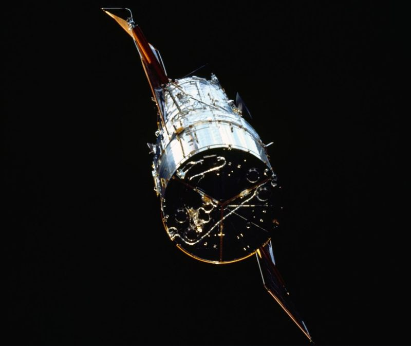 El Telescopio Espacial Hubble visto desde el transbordador espacial Endeavor