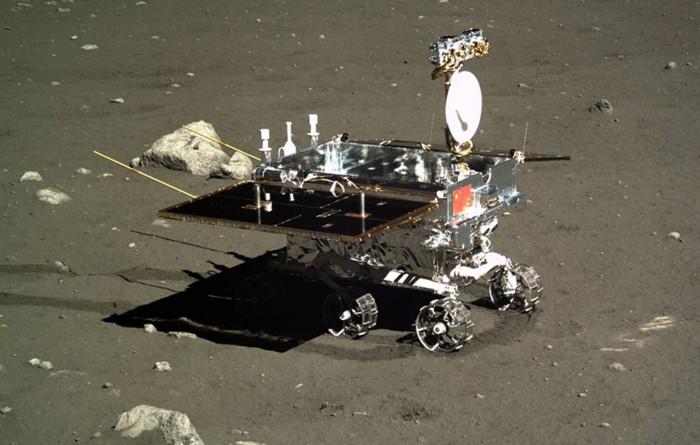 El Yutu Moon Rover de China, fotografiado por el módulo de aterrizaje Chang'e 3 en diciembre de 2013