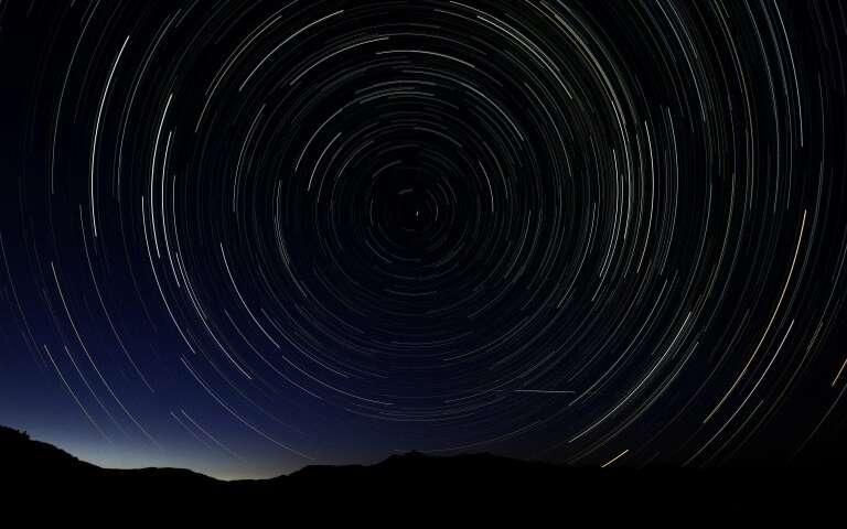 Una imagen de exposición múltiple de la lluvia de meteoros de Perseidas, vista sobre España