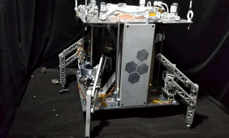 """Al usar vapor en lugar de combustible, el prototipo de la nave espacial World Is Not Enough (WINE) puede, en teoría, explorar «para siempre»"""", siempre que haya agua y una gravedad suficientemente baja"""
