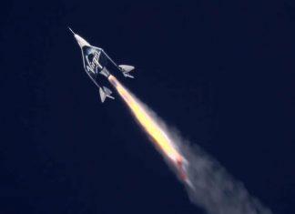 El avión espacial de Virgin Galactic lleva a su primera pasajera al espacio