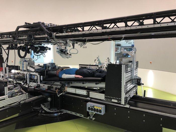 La short-arm centrifuge at the German Aerospace Center's (DLR) en Colonia, Alemania, se utilizará durante el primer estudio conjunto de reposo en cama a largo plazo comisionado por la ESA y la agencia espacial estadounidense NASA para investigar el potencial de la gravedad artificial para mitigar los efectos del vuelo espacial