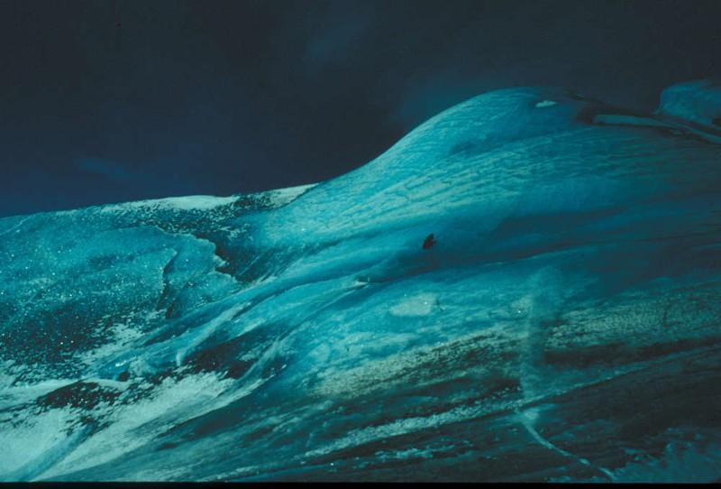 Investigadores sobre un gran iceberg compuesto en octubre de 1996