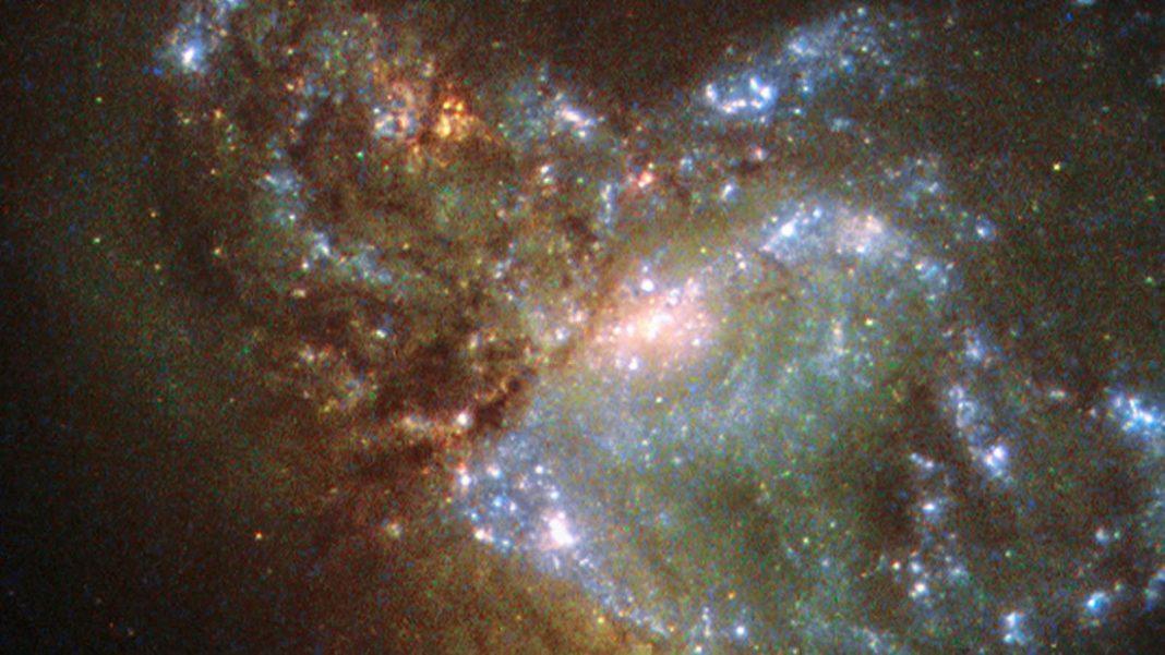 NASA lanza imagen de dos galaxias colisionando