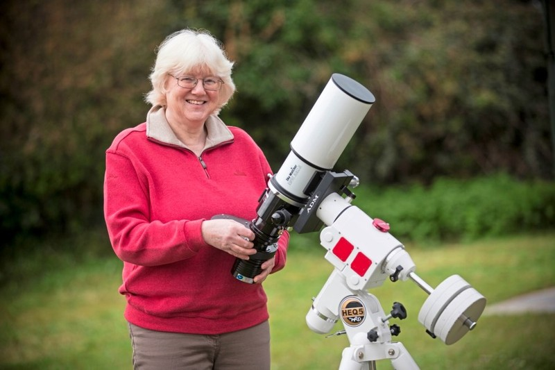 Astrónoma aficionada local, Jean Dean, autora de la fotografía de la Nebulosa Rosette