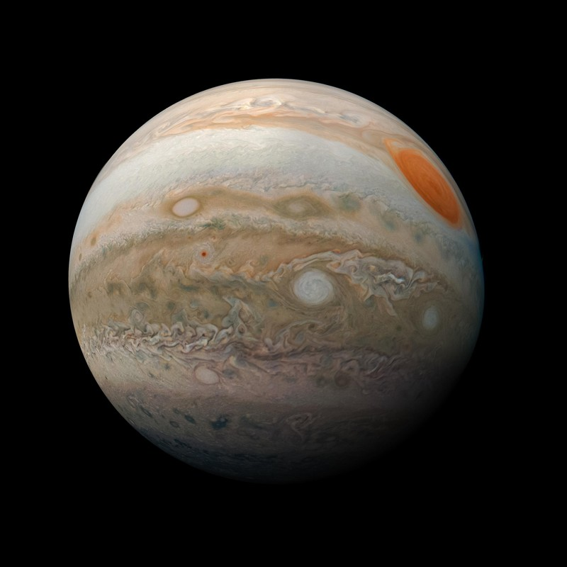 Esta impactante vista de la Gran Mancha Roja de Júpiter y el turbulento hemisferio sur fue capturada por la nave espacial Juno de la NASA cuando realizó un pase cercano del planeta gigante de gas