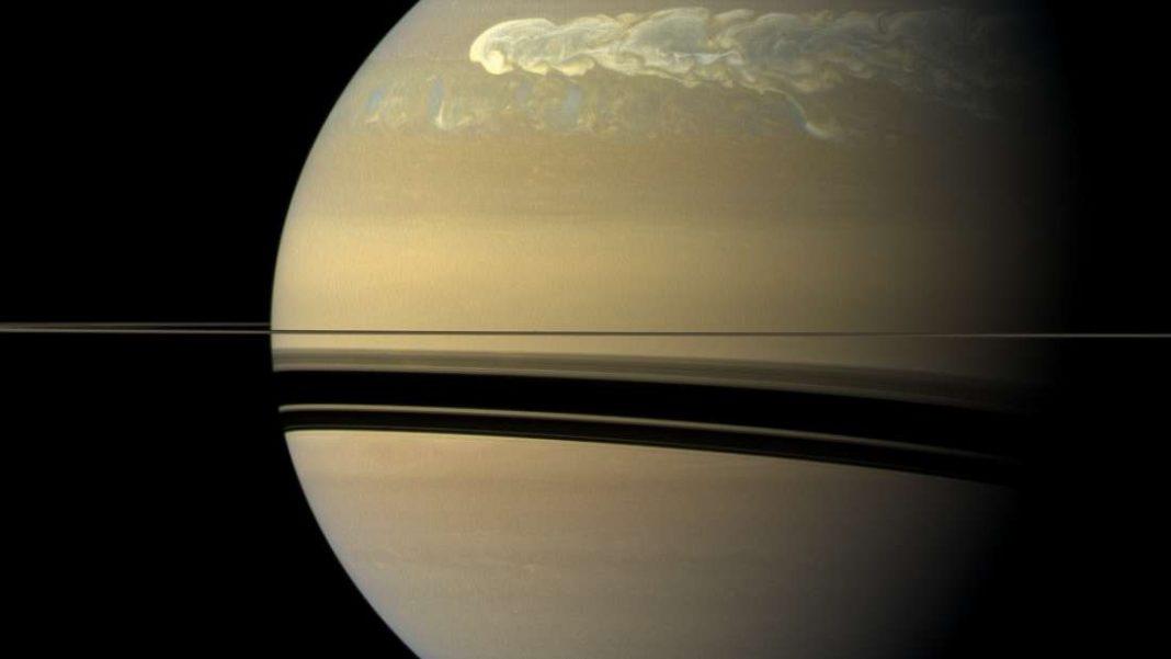 El campo magnético de Saturno causa un efecto extraño en sus vientos