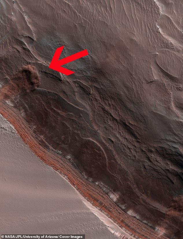 El incidente, capturado por el Mars Reconnaissance Orbiter, muestra una nube de polvo sobre la superficie del planeta rojo, un avistamiento raro para el equipo de la NASA