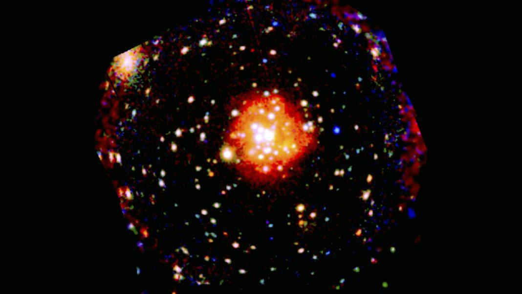 Esta imagen muestra una galaxia pero esos puntos no son estrellas brillantes