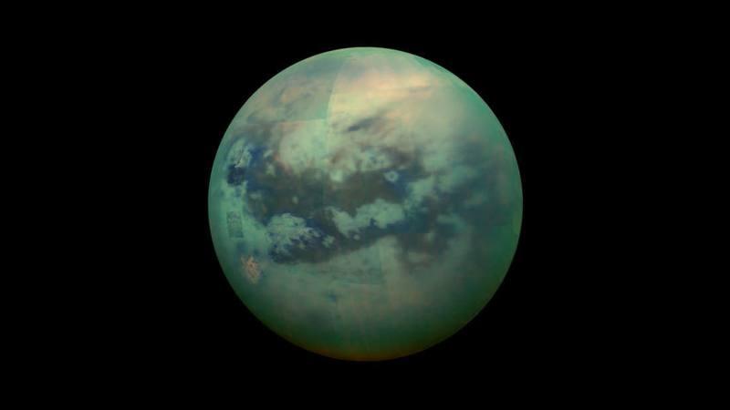Hallan características parecidas a un volcán en la superficie de Titán